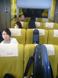 4つの楽器が座席に縛り付けられているの巻